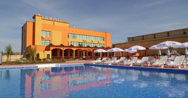 Хотел Амигос басейн